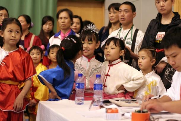 Дети готовятся выступать на международных соревнованиях по ушу в Гонконге